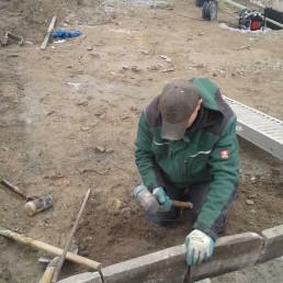 Arbeiten an Steinmauer
