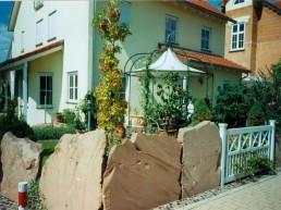 Steinmauer zur Grundstücksabgrenzung