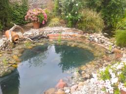 Eingemauerter Teich
