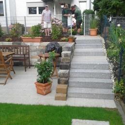 Treppen zum Gartenbereich